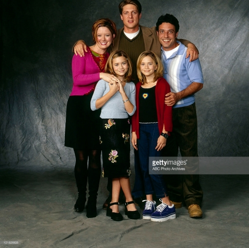 TWO OF A KIND - Cast Gallery - Shoot Date: October 26, 1998. (Photo by ABC Photo Archives/ABC via Getty Images)FRONT: ASHLEY OLSEN;MARY-KATE OLSEN BACKGROUND: SALLY WHEELER;CHRISTOPHER SIEBER;DAVID VALCIN